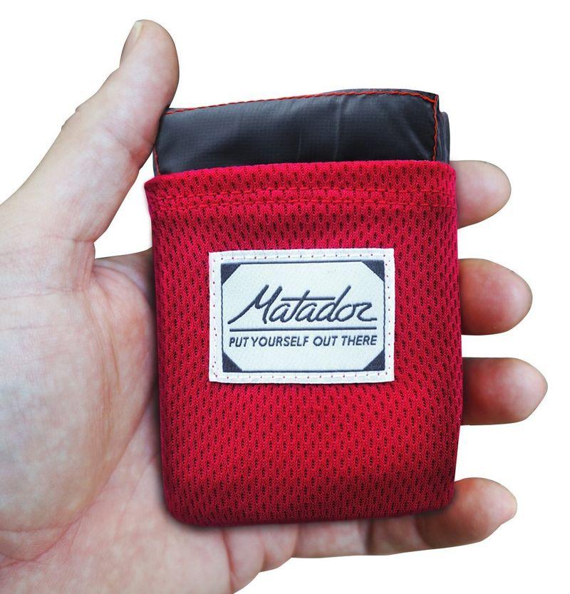 Gearflogger reviews the Matador Pocket Blanket